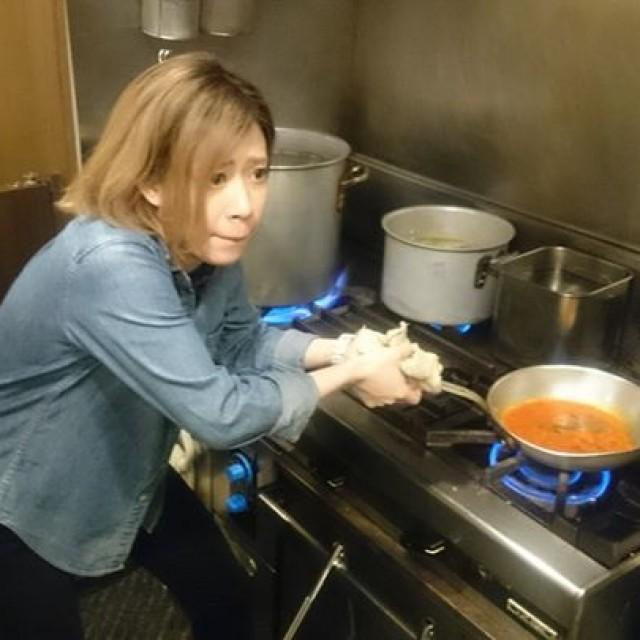 さえり、お料理作ってます!