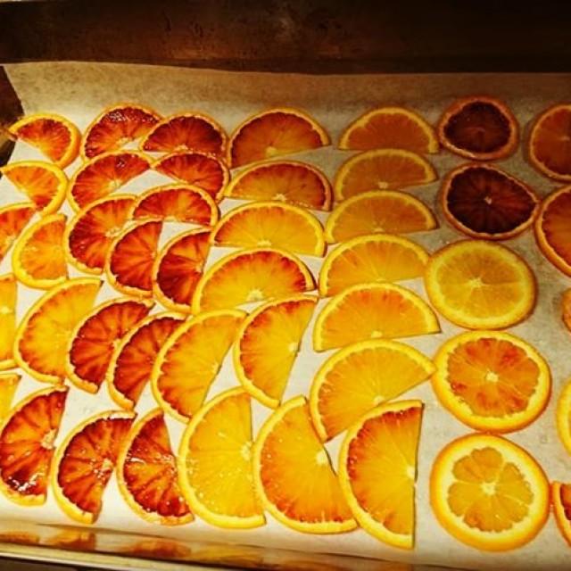 オレンジのチュイル仕込み中です☆