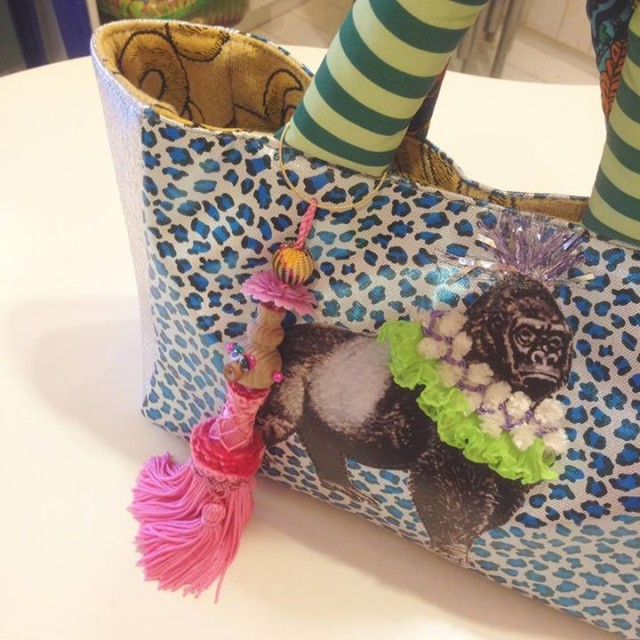 wool,cube,wool!の可愛いバッグチャームも届いておりますよ〜😍😍💕💕タッセルとフリンジお顔がついてお人形ちゃんになってます😚💕ギフトにもオススメです🙏🏻✨✨