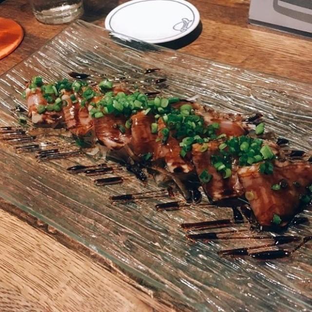 「週末は宮崎地鶏のタタキの燻製カルパッチョ😚」