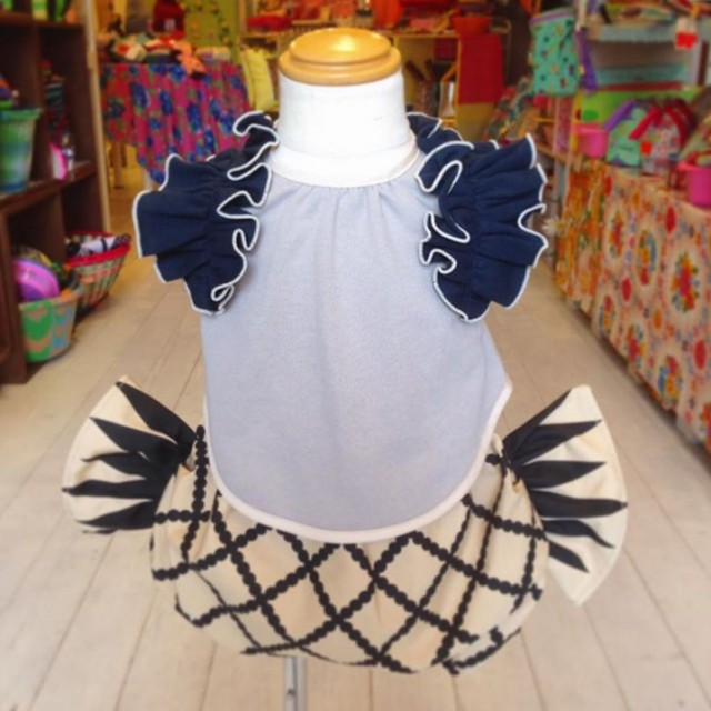 そしてこちら‼️先ほどご紹介したキャンディブルマとぜひ合わせて着て欲しい大人気のアロハロハのbibsyに可愛いショルダーフリルが登場😍✨✨✨めっちゃ可愛いです😆💕💕