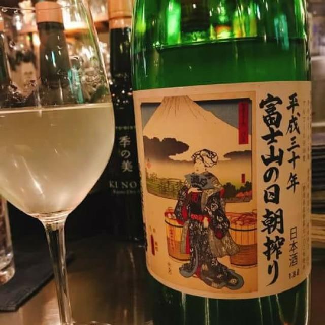 SAKE と自然派ワインの店 神来-jingleです。