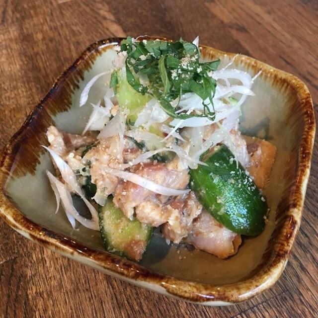 「宮崎地鶏のタタキと胡瓜の梅肉和え
