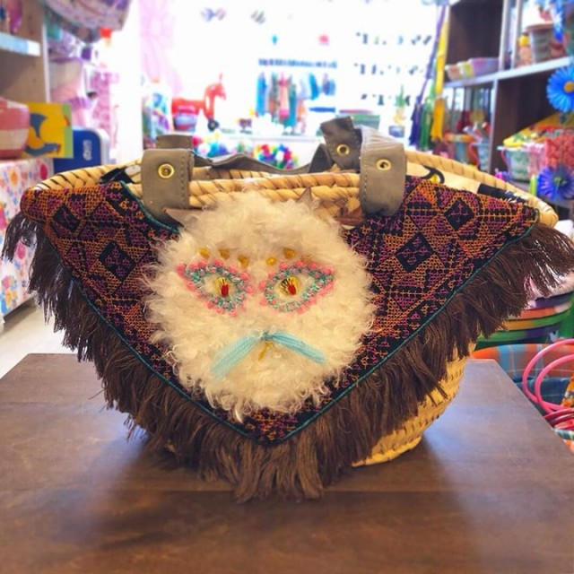 wool,cube,wool!のこれから大活躍のカゴバッグと大人気のショルダーバッグも届きました😍😍💕💕💕💕オシャレで個性を出したい方には絶対こちら‼️ニャンコの表情たまんない😂💕💕手のモチーフもめっちゃ素敵です✋✨✨