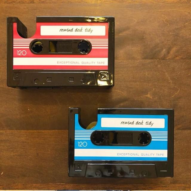 カセットテープ型のペン立て‼✏️✂️📏️✨✨テープカッター付き😏👍🏻✨✨