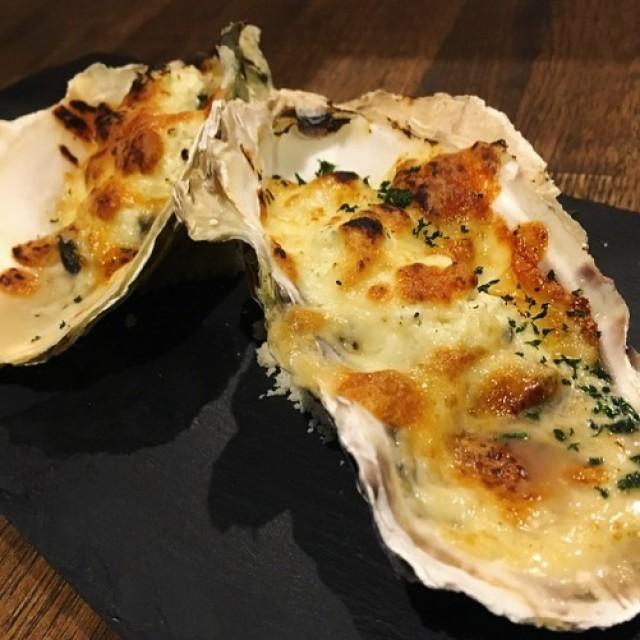 「17時オープン復活牡蠣のチーズオーブン焼き😊」