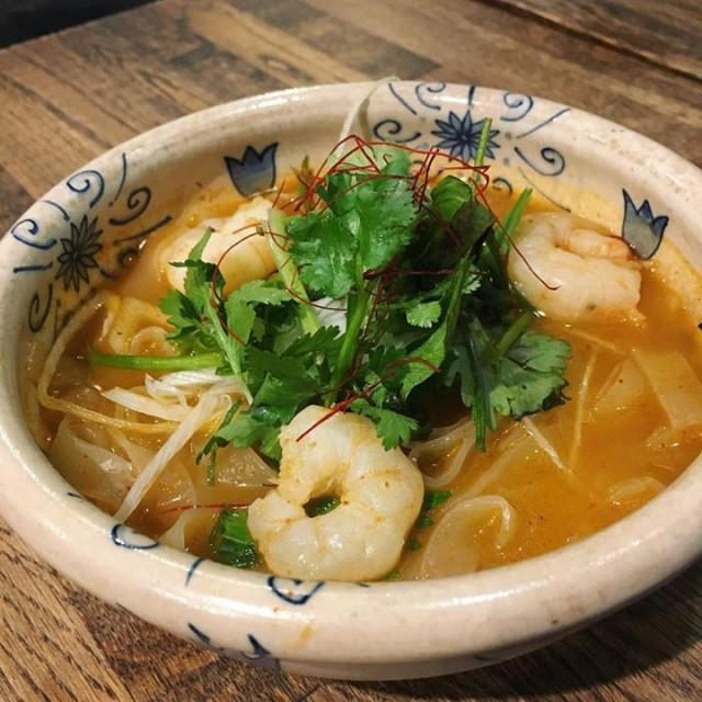 「17時オープン😆海老とパクチーのトムヤム温麺☺️」