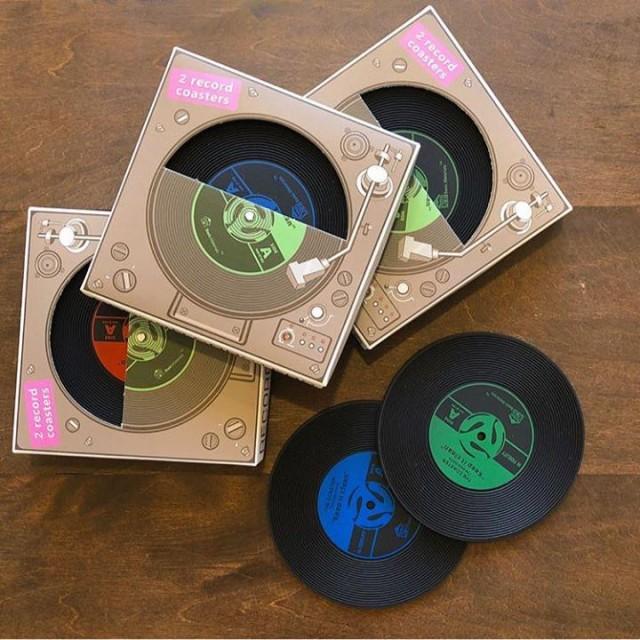 大好評のレコードコースターも再入荷‼️✨シリコン製なので使いやすいです👍👍パッケージまでかわいいのでプレゼントにぴったり🎁✨先程ご紹介したbenicotoyマグカップと合わせてギフトにいかがですか⁉️😊🙏✨