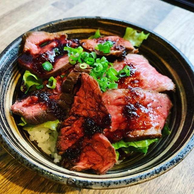 「12時から◎宮崎有田牛の3種ローストビーフ丼☺️」