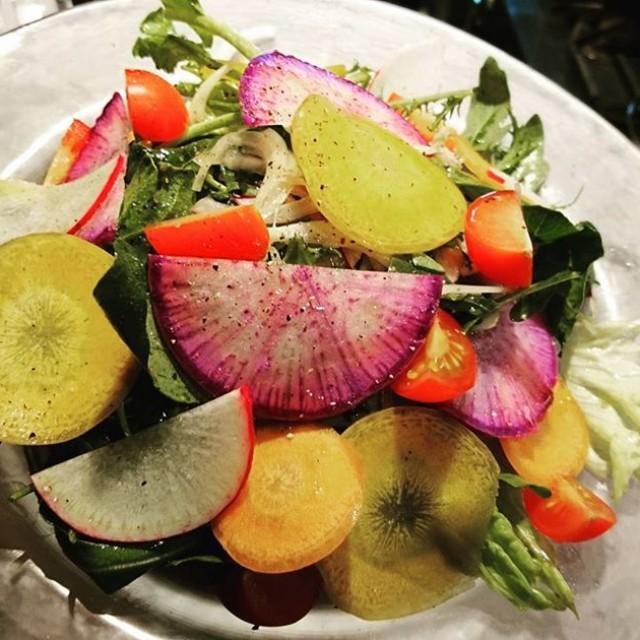 サラダが彩り鮮やかに!