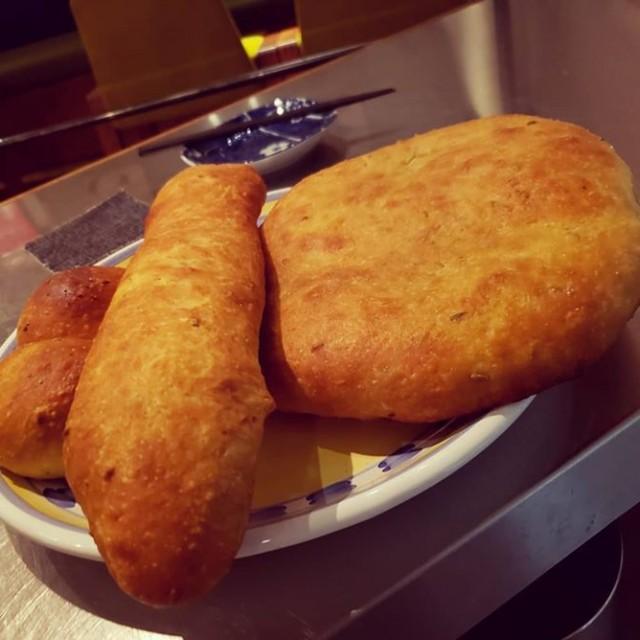 「色んな形のパンが焼けてます☆」