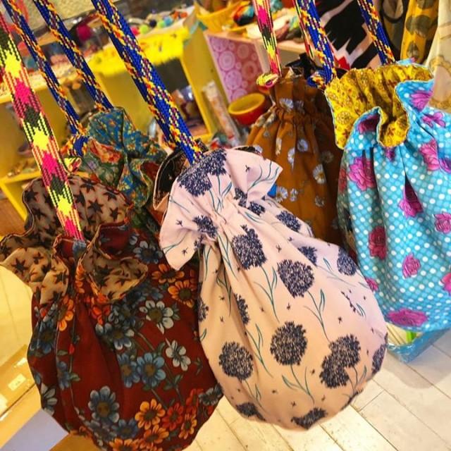 こちらも前回即完売してお問合せも沢山頂いております、コロンとした形が可愛いPoiの巾着バッグ‼️✨