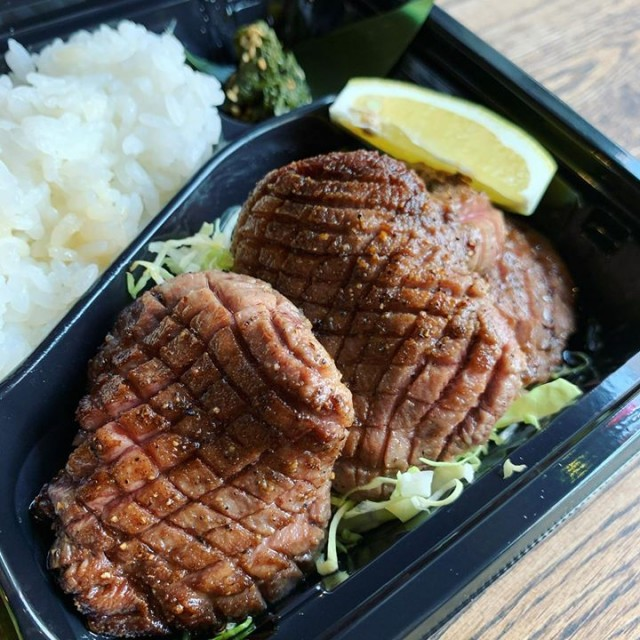 「12時から◎残り2食!宮崎有田牛の3種ローストビーフ丼☺️」